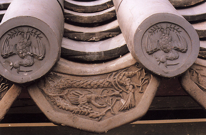Dragon and phoenix roof tile of Korean royal palace