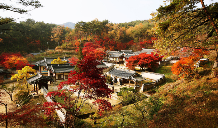 Dosan Seowon Confucian school in fall