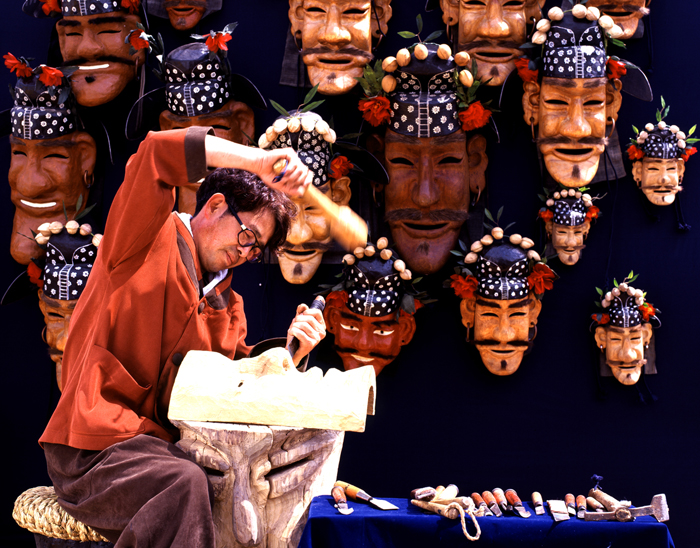 Artisan making Cheoyong Korean mask