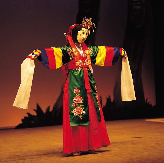 Young shaman Korean mask dance