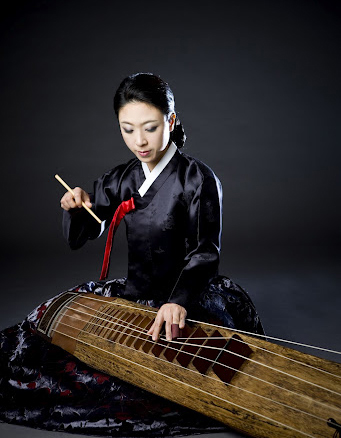 six-stringed Korean bass zither plyer