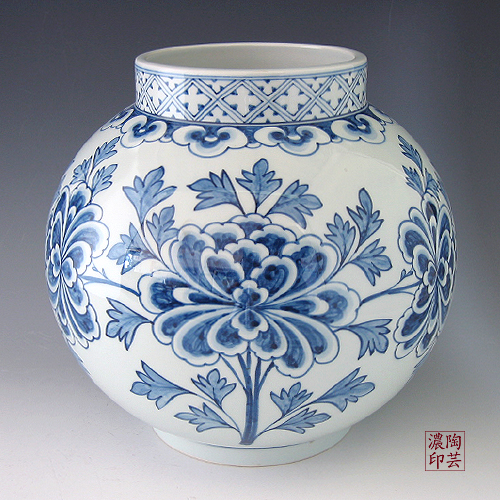 Porcelain Ginger Jar With Blue And White Peony Design